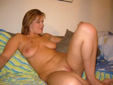 Cute plump hottie showing her great body in front of hubby's camera...