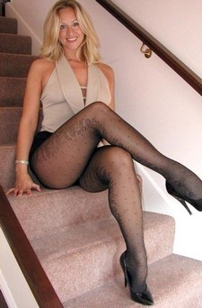 Gorgeous blonde mom in this awesome photo.