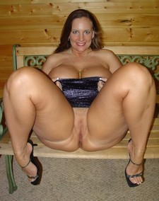 BBW sex bomb posing naked