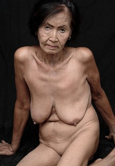 Elder woman shows her naked old body WTF