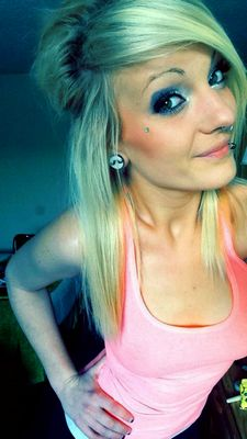 Stunning blonde teen (18+) in hot rookie selfshot pic.