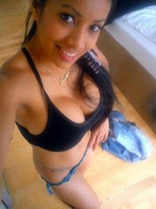 Amazing pussy selfshot photo with amazing latina teen.