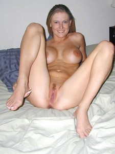 Blonde beauty showing tits and pussy - amateur porn