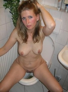 Awesome ex-girlfriend selfshot pic with lovely cougar.