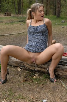 Sexy pussy outdoors