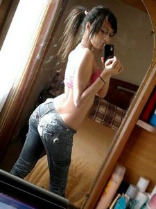 Superb chinese ass in amazing selfshot pic.