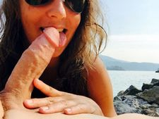 """Licking my tasty """"lollie"""" at the beach makes me so happy!"""