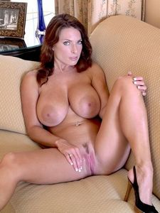 outdoor sodomy on my livecam with real amateur MILF, follow me on my site EmilyL