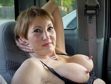 Incredibly arousing mature whore with huge tits enjoys a sexy chat in this mature..