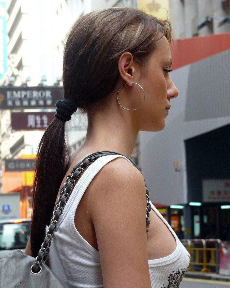 Casual girl with a beautiful profile on the streets of New York