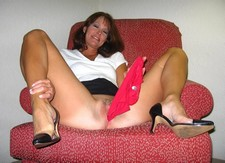 Free amateur porn pictures of mature wife playing with her pants