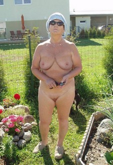 Mature mom exhibitionist in the garden