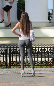 college girl With Fine Ass In Yoga Pants