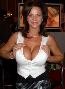 sexy mature with great boobs enjoying a cock at each end