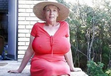 Hot homemade porn action with my scantily clad old lady in the starring role, feasting..