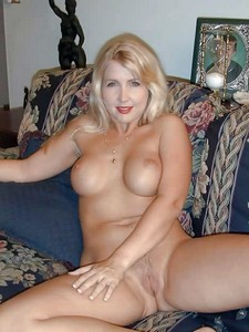 Hot blonde mom spreading. I could eat on u for days