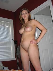 Big Beautiful Woman shows her great Body...