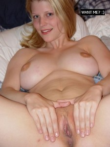 Brunette shows her big breast and pussy